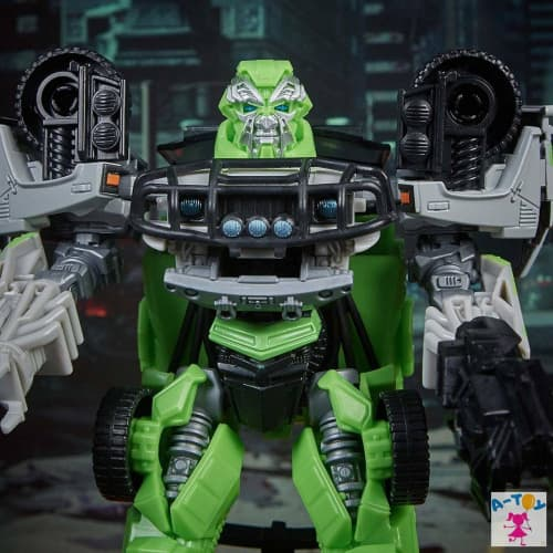 купить Transformers Studio Series Deluxe Autobot Ratchet 16